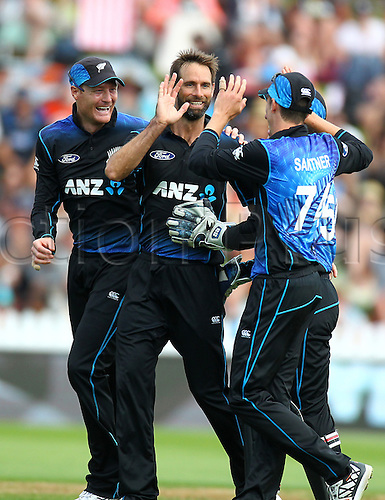 25.01.2016. Basin Reserve, Wellington, New Zealand. New Zealand versus Pakistan One Day International Cricket. Grant Elliott celebrates his 3rd wicket with Martin Guptill & Mitchell Santner during the 1st ODI cricket match between the New Zealand Black Caps and Pakistan