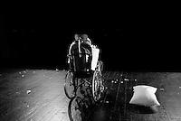 """Compagnia teatrale """"Amici di Luca """" della """"Casa dei Risvegli"""" di Bologna. """"La Metamorfosi"""",""""Il Ritorno"""", """"La partenza degli arrivi"""".Assieme alle terapie mediche, ai pazienti usciti dal coma ed ora in stato post-vegetativo, viene data un'ulteriore possibilità di espressione della propria condizione, grazie al teatro."""