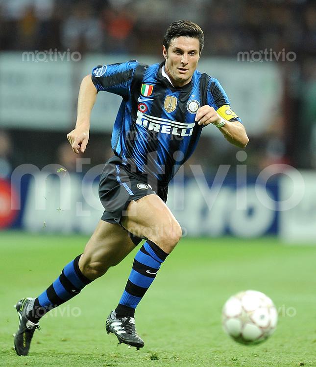 FUSSBALL   CHAMPIONS LEAGUE   SAISON 2010/2011  Viertelfinale    05.04.2011 Inter Mailand - FC Schalke 04 Javier Zanetti (Inter Mailand)