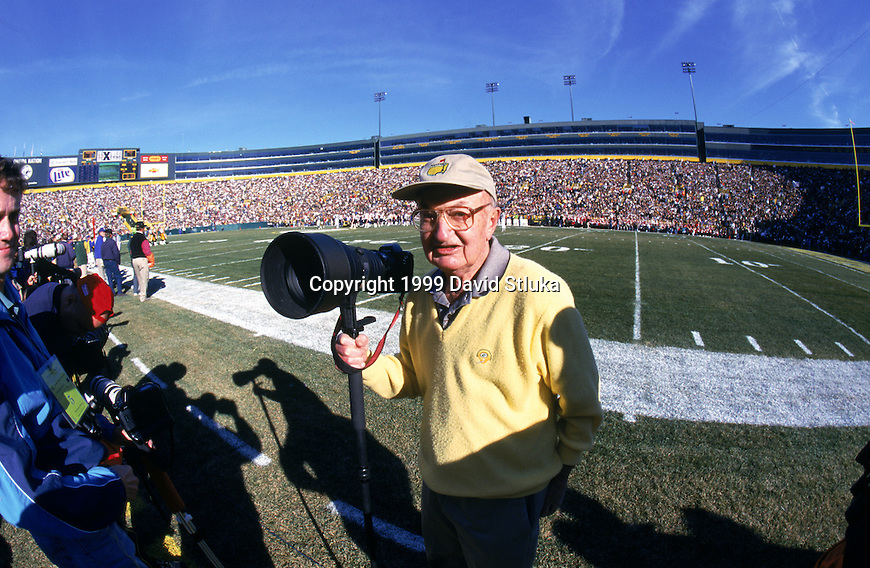 Green Bay Packers photographer Vernon Biever looks on during an NFL football game against the Chicago Bears and the Green Bay Packers at Lambeau Field on November 7,1999 in Green Bay, Wisconsin. The Bears won 14-13. (Photo by David Stluka)