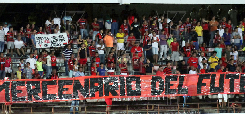 CUCUTA - COLOMBIA -06 -09-2015: Los hinchas de Cucuta Deportivo animan a su equipo durante partido entre Cucuta Deportivo y Alianza Petrolera, por la fecha 10 de la Liga Aguila II-2015, jugado en el estadio General Santander de la ciudad de Cucuta.  / The players of Cucuta Deportivo, yells for their team during a match between Cucuta Deportivo and Alianza Petrolera, for the date 10 of the Liga Aguila II-2015 at the General Santander Stadium in Cucuta city, Photo: VizzorImage / Manuel Hernandez/ Cont.
