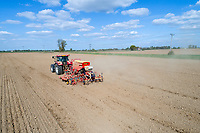 Drilling peas in dry conditions - Lincolnshire, April