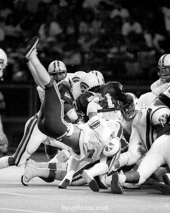 MorrellFTB 704f 17a.tif..BYU at Hawaii. 5 Kyle Morrell...BYU-18.Haw-13.September 22, 1984..Photo by: Mark Philbrick/BYU..Copyright BYU PHOTO 2008.All Rights Reserved.801-422-7322.photo@byu.edu