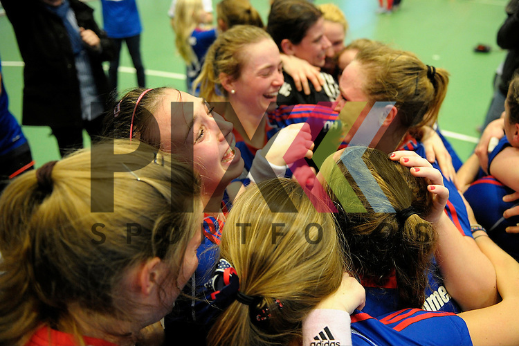 GER - Luebeck, Germany, February 07: Players of Mannheimer HC celebrate after winning the shootout during the 1. Bundesliga Damen indoor hockey final match at the Final 4 between Mannheimer HC (blue) and Duesseldorfer HC (white) on February 7, 2016 at Hansehalle Luebeck in Luebeck, Germany. Final score 6-4 after shootout. <br /> <br /> Foto &copy; PIX-Sportfotos *** Foto ist honorarpflichtig! *** Auf Anfrage in hoeherer Qualitaet/Aufloesung. Belegexemplar erbeten. Veroeffentlichung ausschliesslich fuer journalistisch-publizistische Zwecke. For editorial use only.