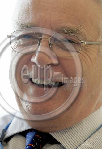 BRUSSELS - BELGIUM - 22 NOVEMBER 2005 -- MEP Philip BUSHILL-MATTHEWS (PPE / UK) during an interview. -- PHOTO: JUHA ROININEN / EUP-IMAGES