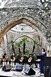 Nella Sala dei Cavalieri di Villa Rufolo<br /> Conservatorio di Musica 'S. Pietro a Majella' di Napoli<br /> Platero y Yo<br /> Dario Amabile, Nicola Cantella, Nino D'Amico, Vincenzo Mazzillo, <br /> Ivano Pagliuso, Eleonora Perretta, Luigi Scognamiglio, chitarre<br /> Giovanna Peduto, voce narrante<br /> <br /> Musiche di Mario Castelnuovo-Tedesco<br /> Testo di Juan Ramòn Jimènez