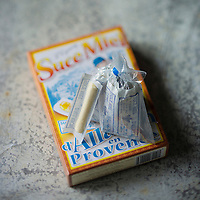 France, Bouches-du-Rhône (13), Allauch, Confiserie: Le Suce-Miel d'Allauch , Le suce miel est un bâton de miel serré entre deux papiers , Confiserie: Au Moulin Bleu, // France, Bouches du Rhone, Allauch, the Allauch suce miel, honey paste at the historic Moulin Bleu confectionery