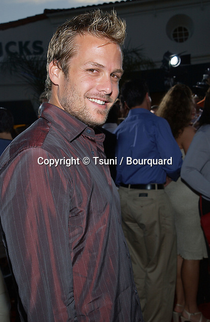 Gabriel Macht arriving at the  premiere of American Outlaws at the Mann Village Theatre in Los Angeles August 14, 2001   © Tsuni          -            MachrGabriel12.jpg