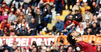 Calcio, Serie A: Roma vs Napoli. Roma, stadio Olimpico, 25 aprile 2016.<br /> Roma's Mohamed Salah reacts during the Italian Serie A football match between Roma and Napoli at Rome's Olympic stadium, 25 April 2016. <br /> UPDATE IMAGES PRESS/Isabella Bonotto