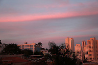 SÃO PAULO, SP, 23.05.2015 - CLIMA-SP-  Pôr do Sol na região norte de São Paulo neste sábado, 23. (Foto: Fernando Neves/ Brazil Photo Press)