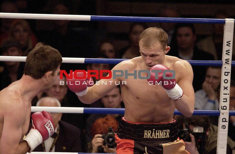 Burg-W&scaron;chter Castello, DŁsseldorf<br /> Universum Box-Promotion <br /> WBC-International- Super Middleweight Championship:<br /> <br /> JŁrgen ( JUERGEN ) BRAEHMER ( BRńHMER ) vs. Andre THYSS<br /> <br /> <br />  Foto &copy; nordphoto <br /> <br /> <br /> <br /> <br /> <br /> <br /> <br />  *** Local Caption *** Foto ist honorarpflichtig! zzgl. gesetzl. MwSt.<br /> <br />  Belegexemplar erforderlich