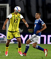 BOGOTA - COLOMBIA - 22 – 03 - 2018: Jhon Duque (Der.) jugador de Millonarios disputa el balón con Diego Barreto (Izq.) jugador de Alianza Petrolera, durante partido aplazado de la fecha 8 entre Millonarios y por la Liga Aguila I 2018, jugado en el estadio Nemesio Camacho El Campin de la ciudad de Bogota. / Jhon Duque (R) player of Millonarios vies for the ball with Diego Barreto (L) player of Alianza Petrolera, during a posponed match of the 8th date between Millonarios and Alianza Petrolera, for the Liga Aguila I 2018 played at the Nemesio Camacho El Campin Stadium in Bogota city, Photo: VizzorImage / Luis Ramirez / Staff.