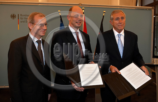 """BERLIN - GERMANY 29. JUNE 2007 -- Dietrich AUSTERMANN, minister of transport in Schleswig-Holstein, Wolfgang TIEFENSEE, minister of transport in Germany and Flemming HANSEN, minister of transport in Denmark with the signed documents on a deal about the Femern connection, just ten minuttes after they came to a compromise on the finances on the construction. The bridge connecting Lolland in Denmark and Puttgarten in Germany from year 2018 -- PHOTO: CHRISTIAN T. JOERGENSEN / EUP & IMAGES....This image is delivered according to terms set out in """"Terms - Prices & Terms"""". (Please see www.eup-images.com for more details)"""