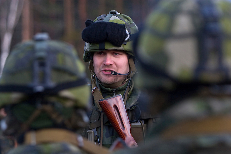 Kamenka, Karelia, Russia, 14/12/2007..A Swedish officer briefs his men during Snezhinka [Snowflake] 2007, a joint live fire training exercise for Russian and Swedish motorised infantry in which they play the roles of a combined peace-keeping force enforcing a demilitarised zone in a warring region.