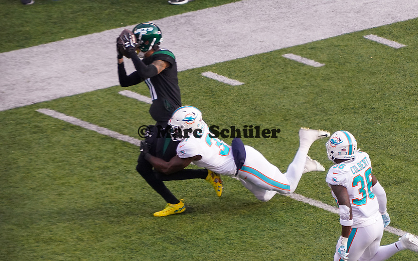 defensive back Ken Webster (31) of the Miami Dolphins stoppt wide receiver Robby Anderson (11) of the New York Jets - 08.12.2019: New York Jets vs. Miami Dolphins, MetLife Stadium New York