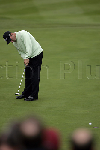 15 Oct 2004: French golfer Thomas Levet (FRA) putts on the 13th green during his second round match against Padraig Harrington (IRE). HSBC World Matchplay Championship, Wentworth, England. Photo: Glyn Kirk/Actionplus....041015.golf golfer putting putter