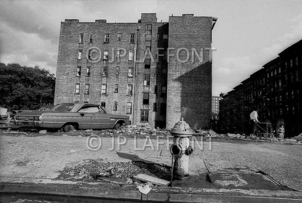 New York City, October, 1975. Abandoned cars in Uptown Manhattan. New York was on the brink of bankruptcy. Abandonned construction sites, trash dumped thoughout the city were a common sight in the big apple.