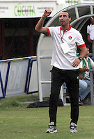 CÚCUTA -COLOMBIA, 02-05-2015.  Diego Fernandez asistente técnico del Cucuta Deportivo gesticula durante partido con Aguilas Doradas por la fecha 18 de la Liga Aguila I 2015 disputado en el estadio General Santander de la ciudad de Cúcuta./ Diego Fernandez coach assistant of Cucuta Deportivo gestures during match against Aguilas Doradas for the 12th date of the Postobon League II at the General Santander Stadium in Cucuta city. Photo: VizzorImage/Manuel Hernandez/Cont