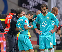 Trainer Oliver Glasner (VfL Wolfsburg) mit Admir Mehmedi (VfL Wolfsburg) - 23.11.2019: Eintracht Frankfurt vs. VfL Wolfsburg, Commerzbank Arena, 12. Spieltag<br /> DISCLAIMER: DFL regulations prohibit any use of photographs as image sequences and/or quasi-video.