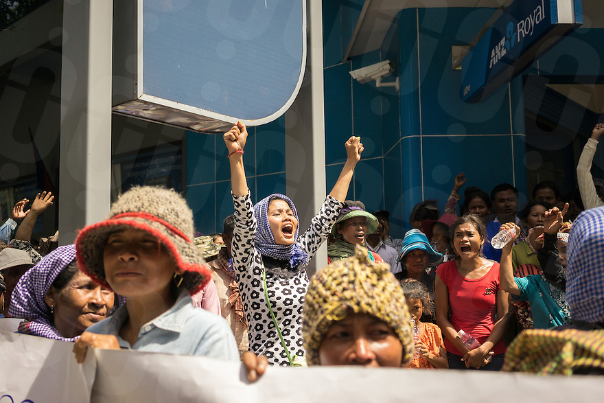 September 30, 2014 - Phnom Penh (Cambodia). Demonstrators in front of the headquarters of the ANZ Royal bank protest the funding by ANZ Royal to Phnom Penh Sugar who are involved in an ongoing land dispute in Kampong Speu. © Thomas Cristofoletti / Ruom