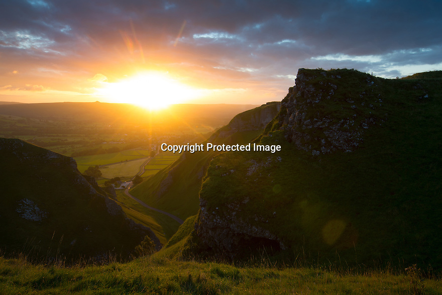 25/08/15<br /> <br /> A late summer dawn breaks over Winnats Pass near Castleton in the Derbyshire Peak District.<br />  <br /> All Rights Reserved: F Stop Press Ltd. +44(0)1335 418629   www.fstoppress.com.