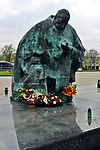 Pomnik kardynała Stefana Wyszyńskiego, Częstochowa<br /> Monument to cardinal Stefan Wyszynski, Czestochowa, Poland