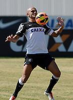 SÃO PAULO,SP, 13 julho 2013 -  Fabio Santos  durante treino do Corinthians no CT Joaquim Grava na zona leste de Sao Paulo, onde o time se prepara  para para enfrenta o Atletico MG pelo campeonato brasileiro . FOTO ALAN MORICI - BRAZIL FOTO PRESS