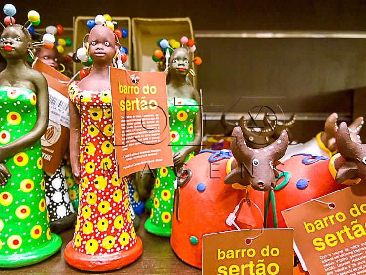 Artesanatos de barro, São Paulo - SP, 02/2015.