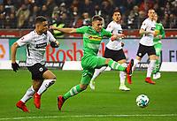 Thorgan Hazard (Borussia Mönchengladbach) gegen Simon Falette (Eintracht Frankfurt) - 26.01.2018: Eintracht Frankfurt vs. Borussia Moenchengladbach, Commerzbank Arena