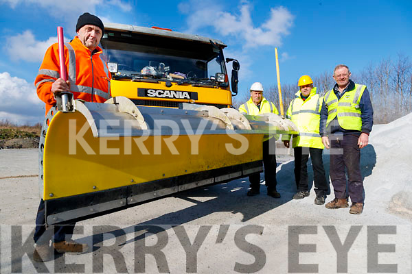 Council Staff getting ready for the big freeze on Wednesday, from left Charles Slattery, John O'Callaghan, Sean Daughton and Ger Harmon.