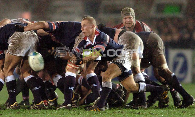 Pix: Matthew Lewis/SWpix.com. Rugby Union. Heineken Cup. Gloucester v Munster. 10/01/04...COPYRIGHT PICTURE>>SIMON WILKINSON>>08700920092>>..Munster's Peter Stringer.