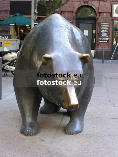 Bear in front of the stock market in Frankfurt on the Main - symbol for the down at the financial market<br /> <br /> Oso en Fr&aacute;ncfort del Meno - s&iacute;mbolo para el abajo en el mercado financiero<br /> <br /> B&auml;r vor der Frankfurter B&ouml;rse - Symbol f&uuml;r das Ab am Finanzmarkt<br /> <br /> 1600 x 1200 px