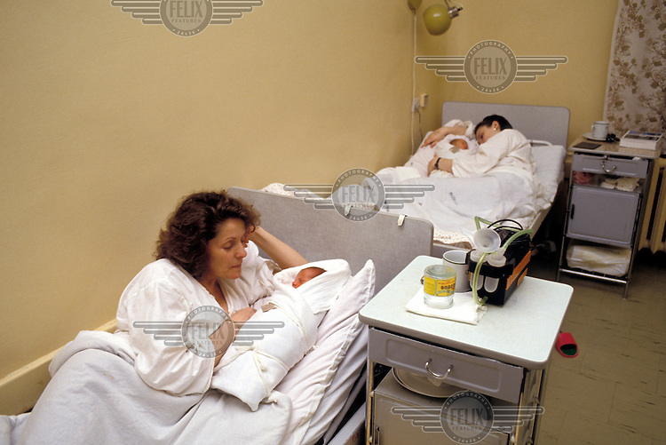 © Jeremy Hartley / Panos Pictures..Bucharest, Romania. Mothers and babies in maternity ward.