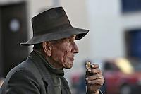 An old man eating bread in the streets of Cuzco.  Lost in space and time, the harshness in his hands and the void in his expression narrate the story of one of the many hard workers in the area.  ..Anciano comiendo pan en las calles de Cuzco.  Perdido en el tiempo y el espacio, la dureza de las manos y el vaci?o de la expresio?n narran la historia de un de los tantos duros trabajadores de la zona.