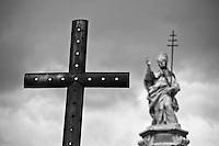 Benevento - Statua di Papa Orsini - Fontata a Piazza Orsini.