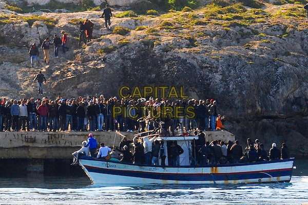 New landing of immigrants in the Old Port of Lampedusa, Italy 21st March 2011.atmosphere gv general view boat water crowd.CAP/EPS/GG.©Giuseppe Giglia/EPS/Capital Pictures.