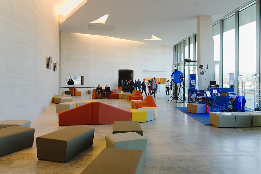 Premier jour d'ouverture<br /> Hall d'accueil à 13H00