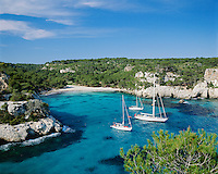 Spain, Balearic Islands, Menorca, Cala Macarella: bay and beach in the south | Spanien, Balearen, Menorca, Cala Macarella: paradiesische Badebucht im Sueden