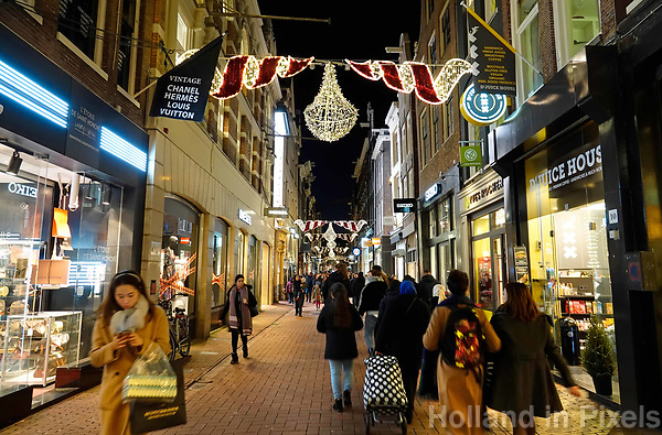 Nederland - Amsterdam - Januari 2019.  De Kalverstraat rond de Kerstdagen.  Foto Berlinda van Dam / Hollandse Hoogte