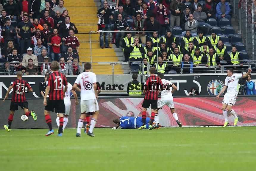 Josip Drnic (Nürnberg) erzielt das 1:1 gegen Kevin Trapp (Eintracht) - Eintracht Frankfurt vs. 1. FC Nuernberg,