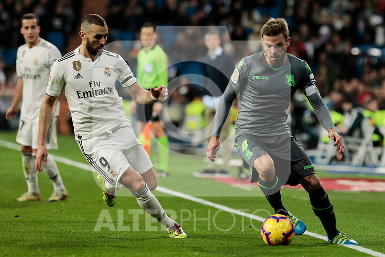 Real Madrid's Karim Benzema and Real Sociedad's Asier Illarramendi during La Liga match between Real Madrid and Real Sociedad at Santiago Bernabeu Stadium in Madrid, Spain. January 06, 2019. (ALTERPHOTOS/A. Perez Meca)<br />  (ALTERPHOTOS/A. Perez Meca)