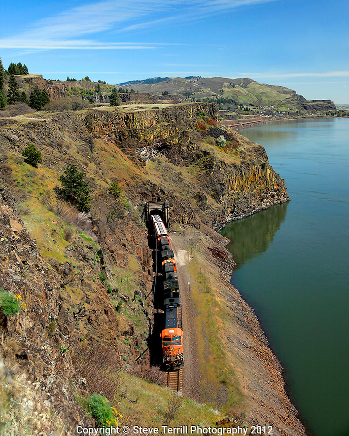 BNSF train in gorge