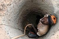 MALI, Kayes, Sadiola, artisanal gold mining at Camp SIRIMANA, digging with Jackhammer / Klein-Goldbergbau