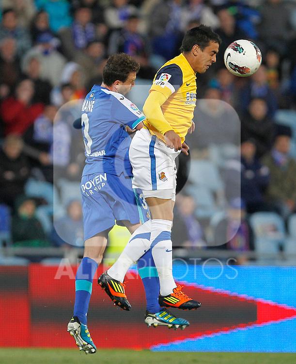 Getafe's Mane Jimenez (l) and Real Sociedad's Carlos Vela during La Liga match.March 17,2012. (ALTERPHOTOS/Acero)