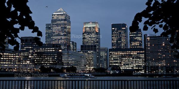 LONDON, GREAT BRITAIN, SEPTEMBER 2013:<br /> Evening view of the new modern financial district - Canary Wharf<br /> (Photo by Piotr Malecki / Napo Images)<br /> <br /> LONDYN, WIELKA BRYTANIA, 9/2013:<br /> Wieczorny widok Canary Wharf - nowoczesnej finansowej dzielnicy miasta<br /> Fot: Piotr Malecki / Napo Images