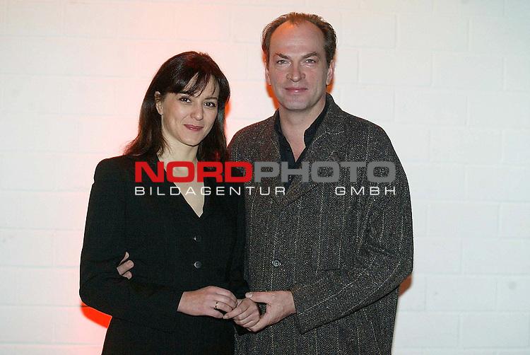 Pressetermin zu dem Fernsehfilm &quot;Ins Leben zurueck&quot; im ZDF am 9.Februar 2004<br /> mit Herbert Knaup und Martina Gedeck als Hauptdarsteller<br /> Foto &copy; nordphoto / Anja Heinemann<br />  *** Local Caption *** Foto ist honorarpflichtig! zzgl. gesetzl. MwSt.<br />  Belegexemplar erforderlich<br /> Adresse: nordphoto<br /> Georg-Reinke-Strasse 1<br /> 49377 Vechta