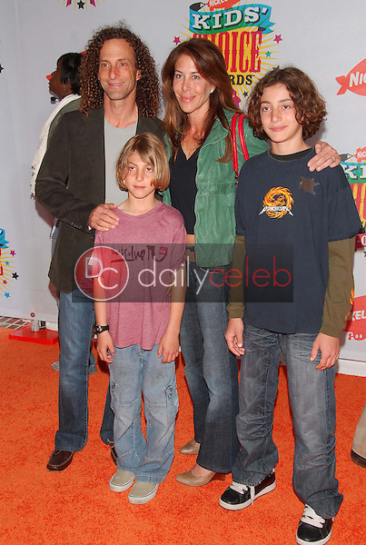 Kenny G and Family<br />at Nickelodeon's 19th Annual Kids' Choice Awards. Pauley Pavilion, Westwood, CA. 04-01-06<br />Dave Edwards/DailyCeleb.com 818-249-4998