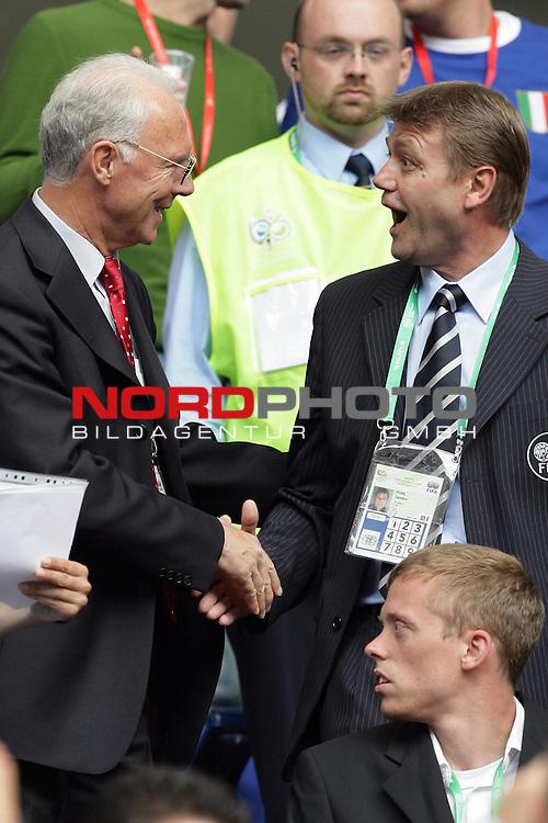 FIFA WM 2006 -  Gruppe E Vorrunde ( Group E )<br /> Play   #41 (22-Jun) - Tschechien - Italien<br /> <br /> Frank Beckenbauer in Hamburg, begruesst die Offiziellen der  FIFA<br /> <br /> Foto &copy; nordphoto