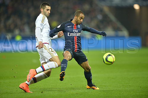 28.02.2016. Lyon, France. French League 1 football. Olympique Lyon versus Paris St Germain.  LUCAS MOURA (psg) challanges MAXIME GONALONS (ol)