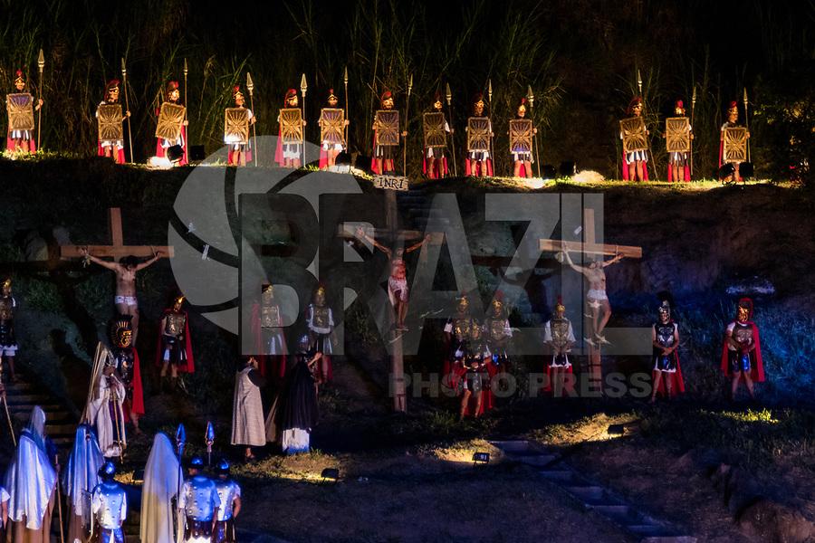 SANTANA DO PARNAÍBA, SP, 14.04.2017 - VIA-SACRA- Encenação do Drama de Paixao 2017 na barragem Edgar de Souza, na cidade de Santana do Parnaíba na noite desta sexta-feira (14). (Foto: Fabricio bomjardim / Brazil Photo Press)